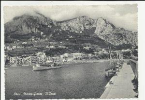 Porto di Capri -Tipico vaporetto per le tratte Sorrento-Castellammare-Napoli