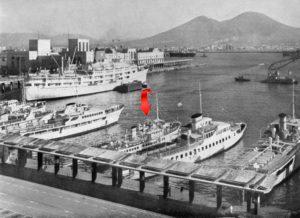Il vaporetto Santa Maria nel porto di Napoli