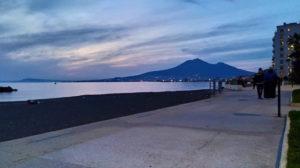 Una piscina salata ai bordi del Vesuvio