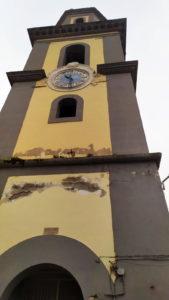 Lo spigoloso campanile di Pozzano