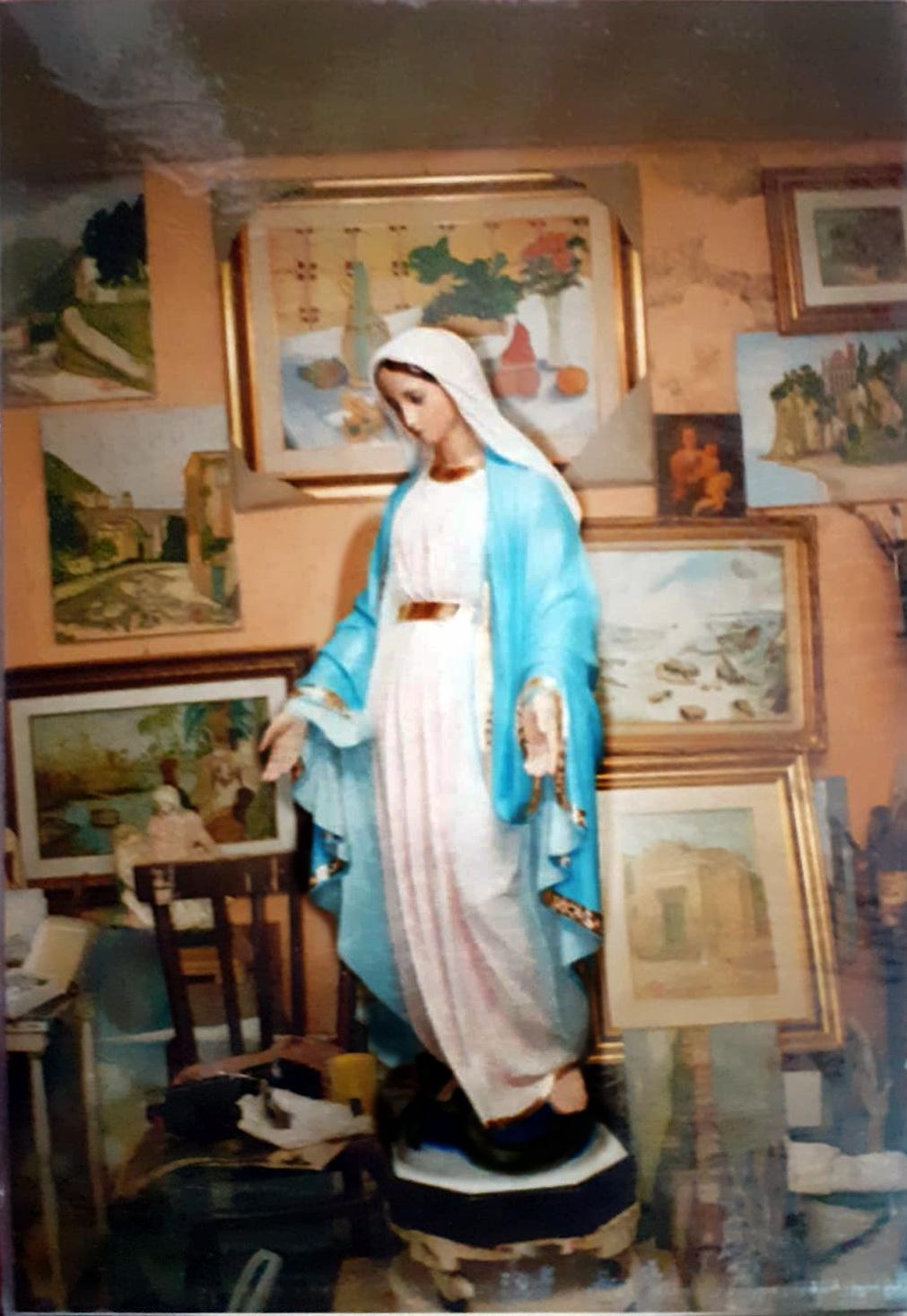 La bottega a via Salita San Giacomo ed alcuni dipinti