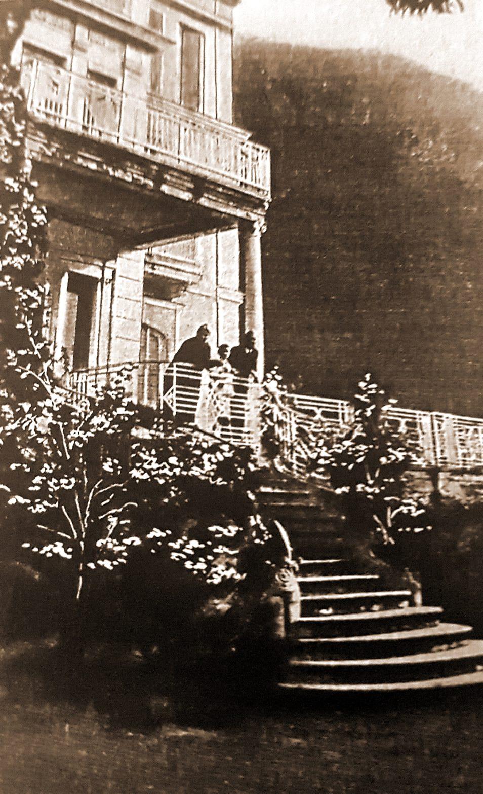 Villa Cafiero - in foto il giornalista Ugo Cafiero e famiglia.