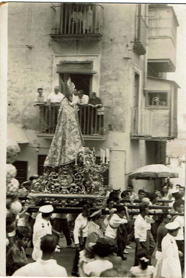 San Catello in processione