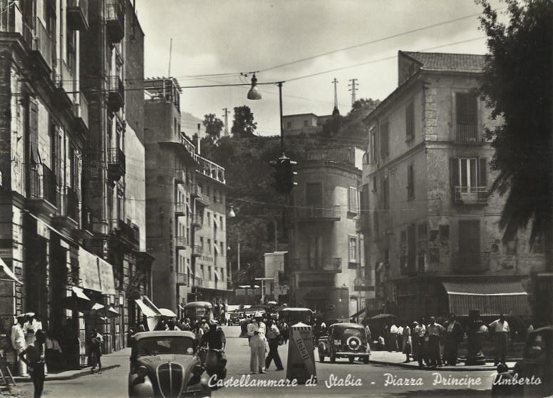 Fig. 10 L'albergo e il palazzo in una foto degli anni '50 (coll. Priv.)