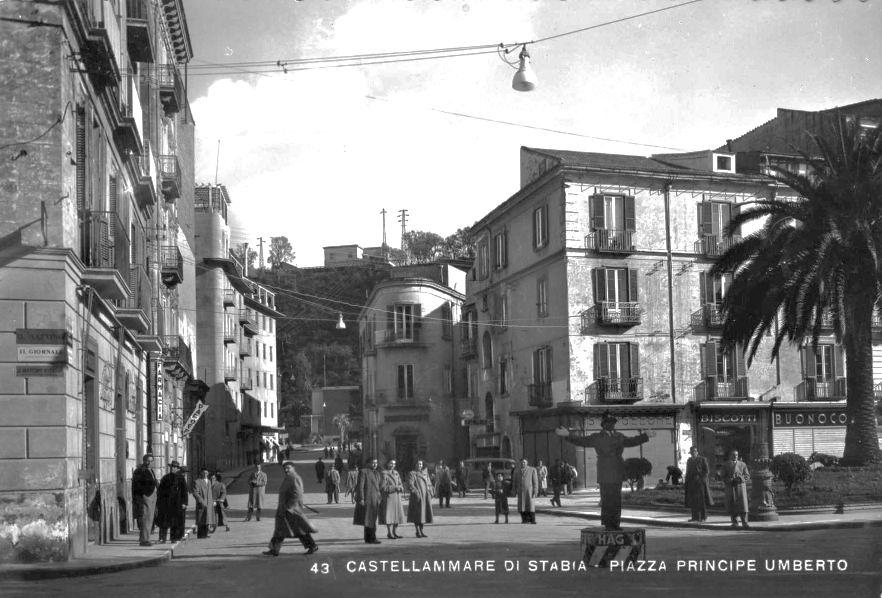 Fig. 11 L'area dello Stallone dopo lo sventramento vista da piazza Principe Umberto (coll. Priv.)