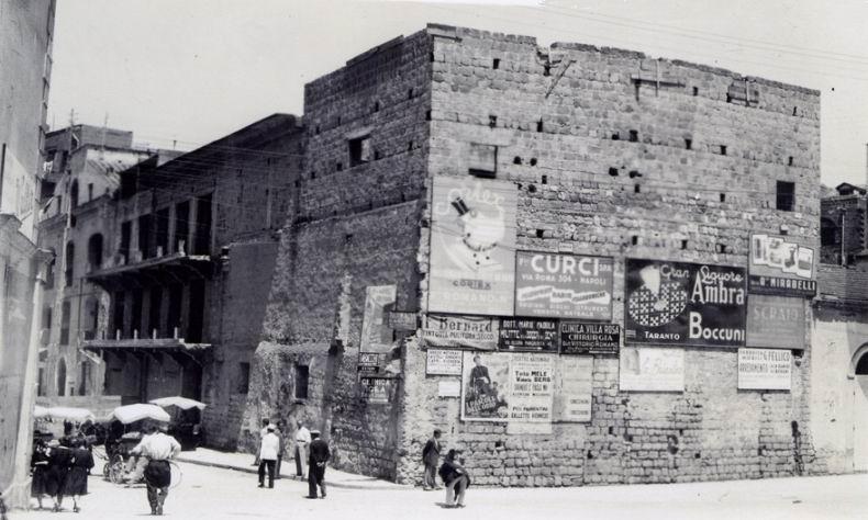 Fig. 8 Foto del costruendo teatro ripreso dalla parte retrostante il palcoscenico (dall'arch. Fratelli Desiderio).